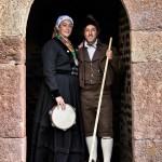 Campurrianos a la puerta de la torre de Proaño. Campoo devanado. Carmenar.