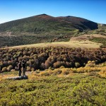 Ana y Manu con el Pico Liguardi al fondo.  Campoo devanado. Birlar.