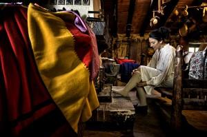 """Vistiendo el traje de campurriana en el museo etnográfico """"EL Pajar de Proaño"""". Tajelar. Campoo devanado."""