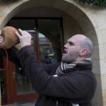 Día de San Sebastián. Reinosa. David Cobo (actor de teatro de la compañía Corocotta) rueba el guiso.