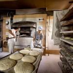 Haciendo el pan en horno de leña. Orzales. Tresnar. Campoo devanado.