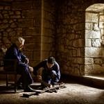 Tomás Sobaler y su nieto Jesús, en el Castillo de Argüeso. Azuelar. Campoo devanado.