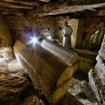 Cripta con sarcófagos del Santurario de la Virgen de Montesclaros. Pandear. Campoo devanado.