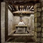 Altar ramirense del siglo IX en el Santuario de Nuestra Señora de Montesclaros. Pandear. Campoo devanado.