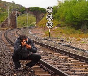 Ricardo en un trazado ferroviario.