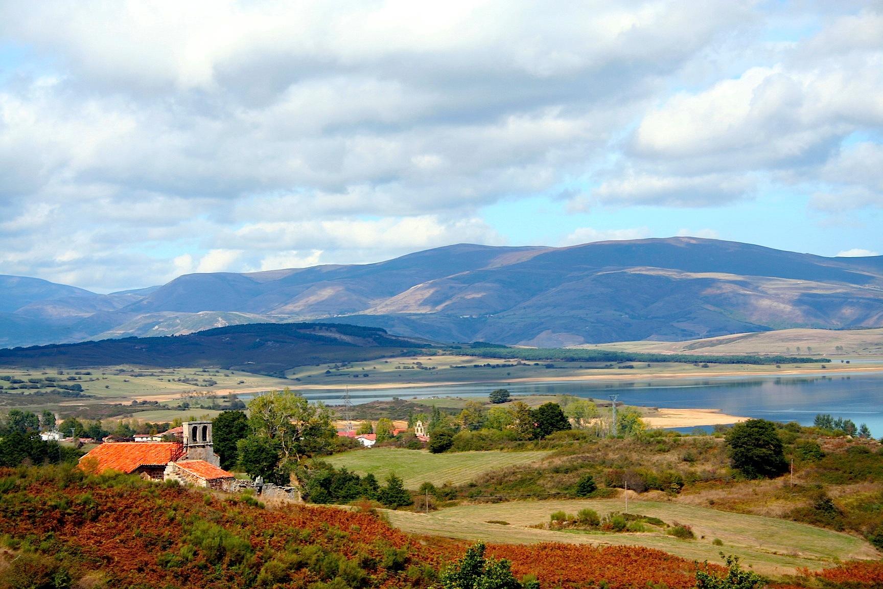 Vista sobre el pantano del Ebro