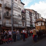 Calle principal de Reinosa con sus balconadas.