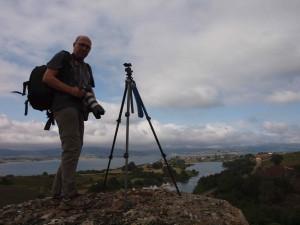 Miguel de Arribas fotografiando el embalse del Ebro